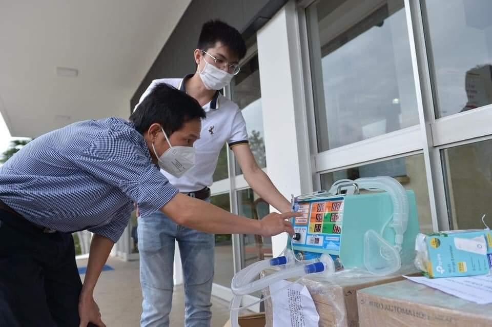 Những chiếc máy thở từ nhóm thiện nguyện Hạt Vừng trao tặng cho Bệnh viên Nhiệt đới TP. Hồ Chí Minh