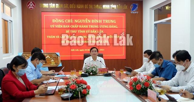 Ủy viên Trung ương Đảng, Bí thư Tỉnh ủy Nguyễn Đình Trung phát biểu tại buổi làm việc với Dak Lak IOC