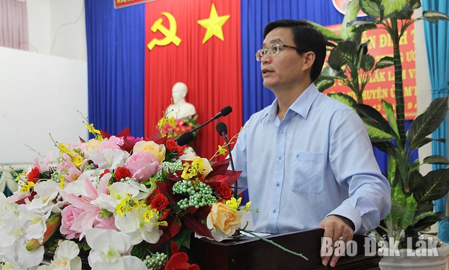 Ủy viên Trung ương Đảng, Bí thư Tỉnh ủy Nguyễn Đình Trung phát biểu tại buổi làm việc.