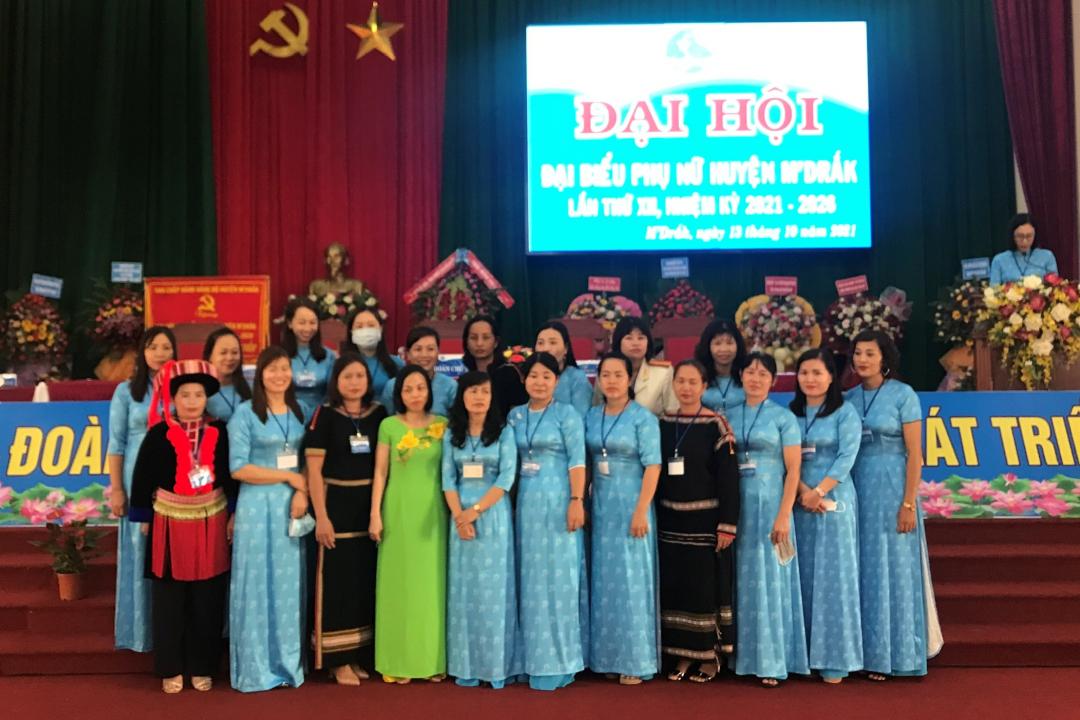 Ban Chấp hành Hội LHPN huyện M'Drắk khóa XII, nhiệm kỳ 2021 - 2026 ra mắt đại hội.