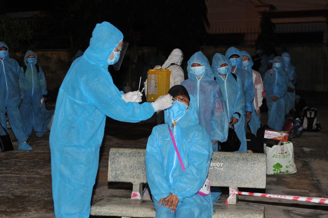 Các công dân được lấy mẫu xét nghiệm SARS-CoV-2 ngay trong đêm và tất cả 51 công dân đều cho kết quả âm tính.