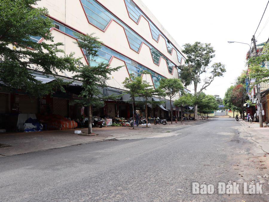 Chợ Trung tâm thành phố Buôn Ma Thuột trong thời gian thực hiện Chỉ thị 16.