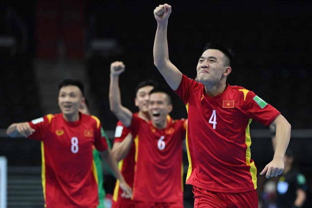 Tuyển Việt Nam xuất sắc lọt vào vòng 1/8.