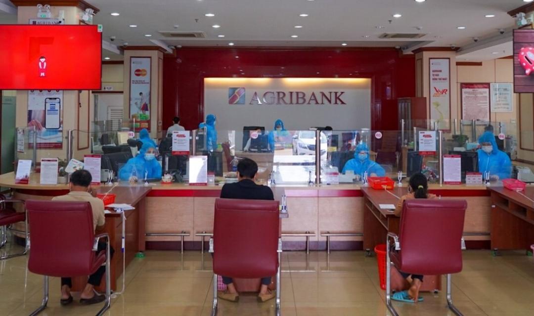 Agribank Đắk Lắk triển khai các giải pháp giãn cách trong giao dịch để vừa đảm bảo hoạt động thông suốt, vừa phòng, chống dịch bệnh hiệu quả
