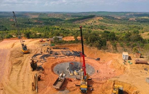 Thi công trụ móng một dự án điện gió tại xã Ea Nam, huyện Ea Hleo