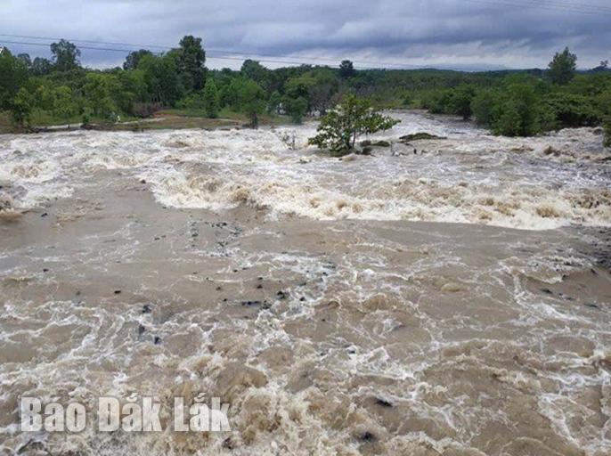 Hồ Ea Súp hạ đang xả tràn