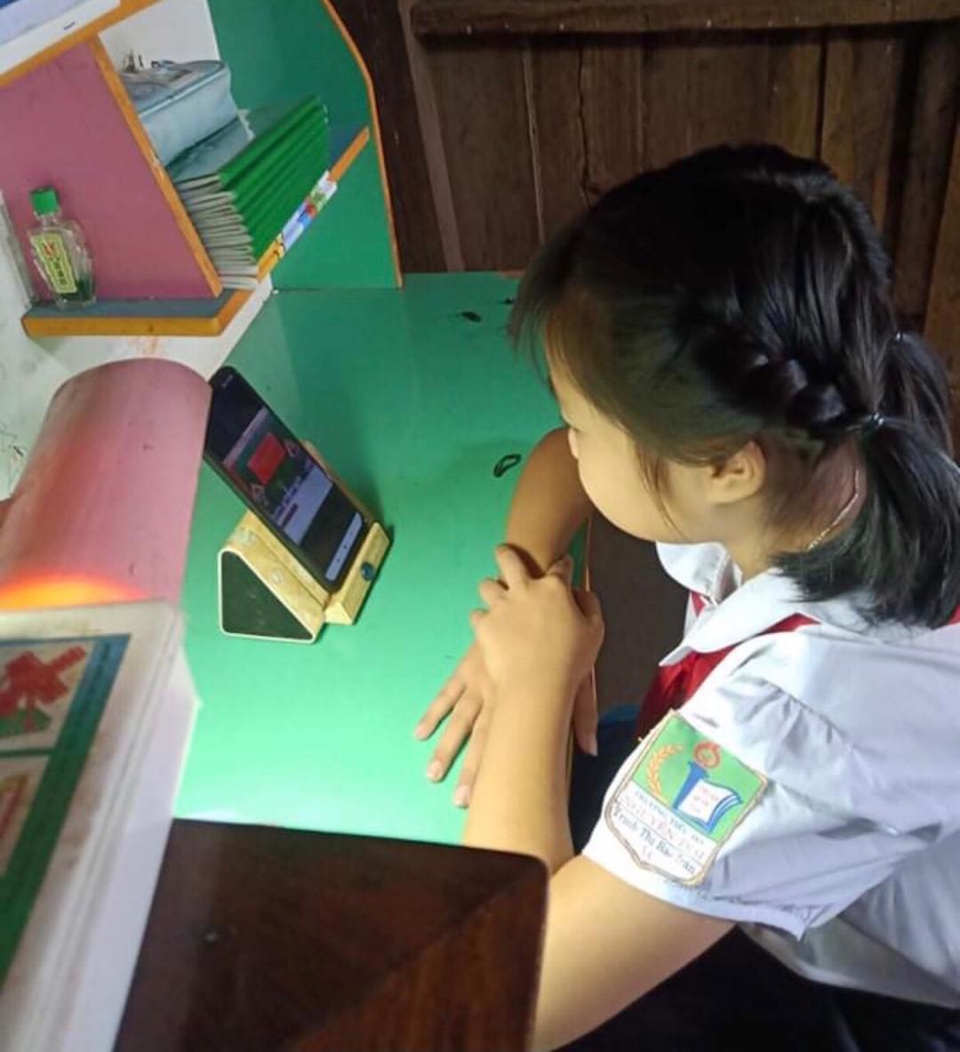 Em Trịnh  Thị Bảo Trân, học sinh lớp 4A, Trường Tiểu học Nguyễn Trãi (thị trấn Quảng Phú, huyện Cư Mgar). Ảnh Đ. Lan