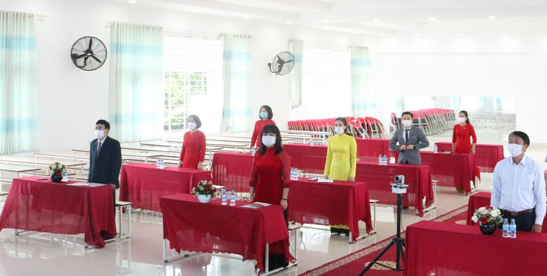 Phó Chủ tịch UBND tỉnh HYim Kđoh tham dự Lễ khai giảng Trường Tiểu học, THCS &THPT Victory. Ảnh: Đức Hoàn