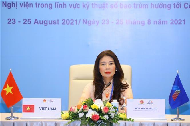 Ủy viên Thường trực Ủy ban Đối ngoại của Quốc hội Lê Thu Hà phát biểu tại Phiên họp Ủy ban Tổ chức. (Ảnh: Nguyễn Điệp/TTXVN)