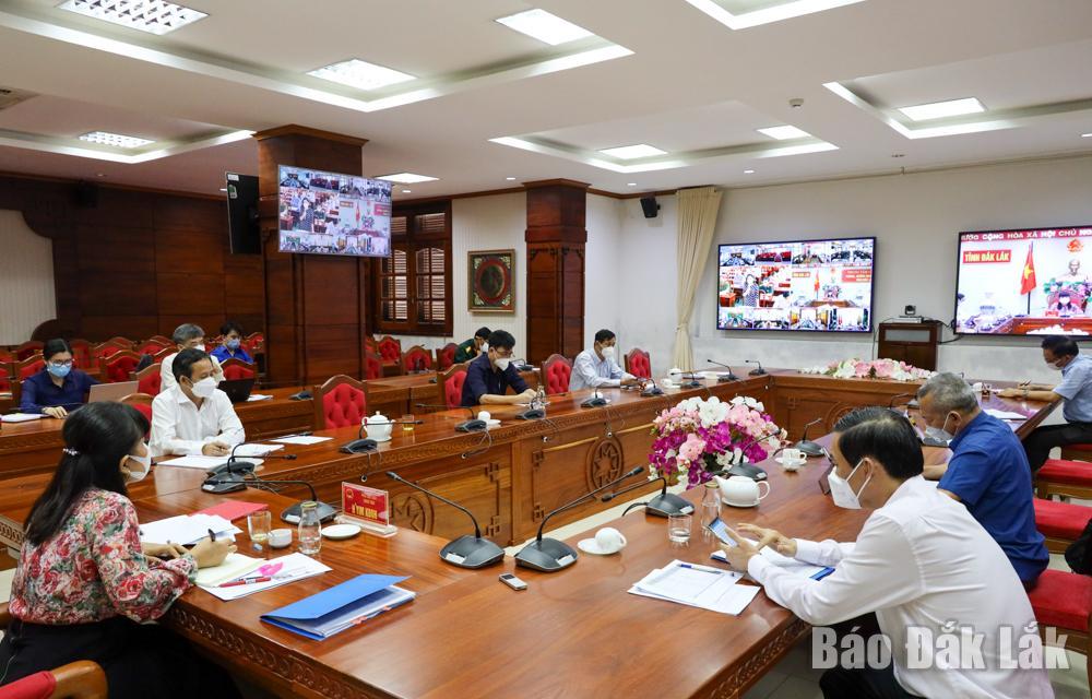 Đại biểu tham dự tại điểm cầu UBND tỉnh. Ảnh: Hoàng Gia
