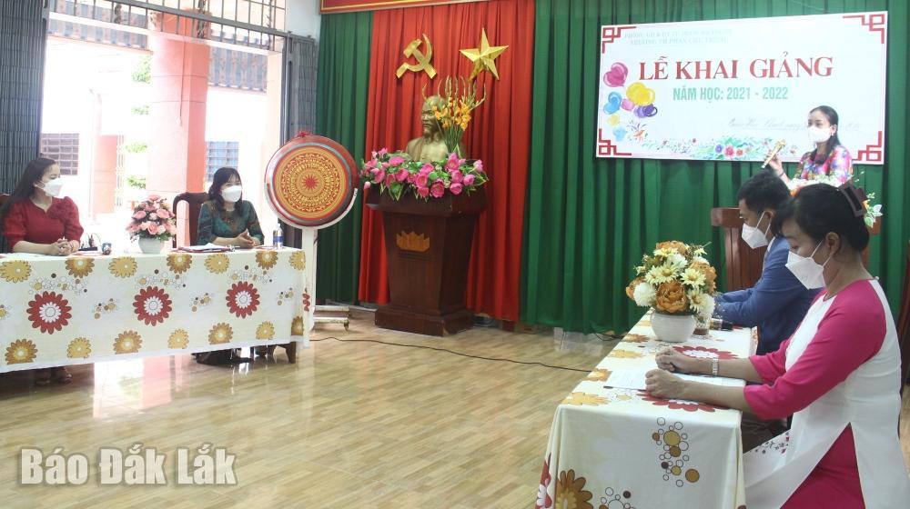 Trường Tiểu học Phan Chu Trinh (TP. Buôn Ma Thuột) tổ chức khai giảng trực tuyến. (Ảnh minh họa)