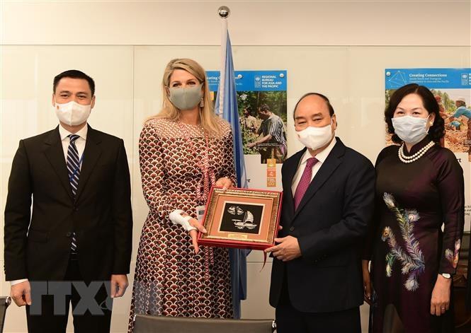 Chủ tịch nước Nguyễn Xuân Phúc gặp Hoàng hậu Hà Lan Maxima. (Ảnh: Thống Nhất/TTXVN)