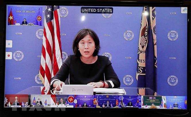 Đại diện Thương mại Hoa Kỳ (USTR), bà Katherine Tai phát biểu tại điểm cầu Washington D.C. (Ảnh: Trần Việt/TTXVN)